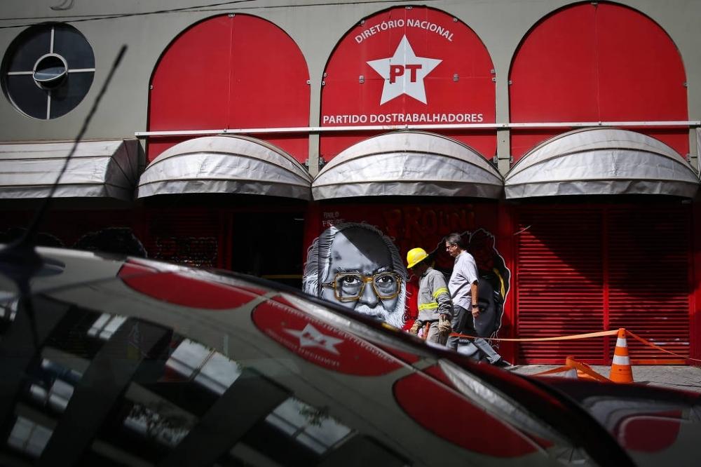 Movimentação em frente ao diretório do PT em São Paulo - Zanone Fraissat - 24.jan.2018/Folhapress